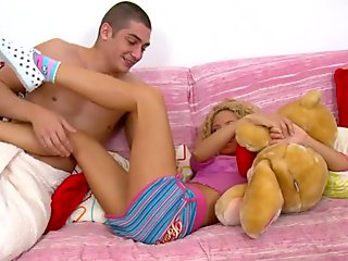 Darling merely craves a agonorgasmos from hunk